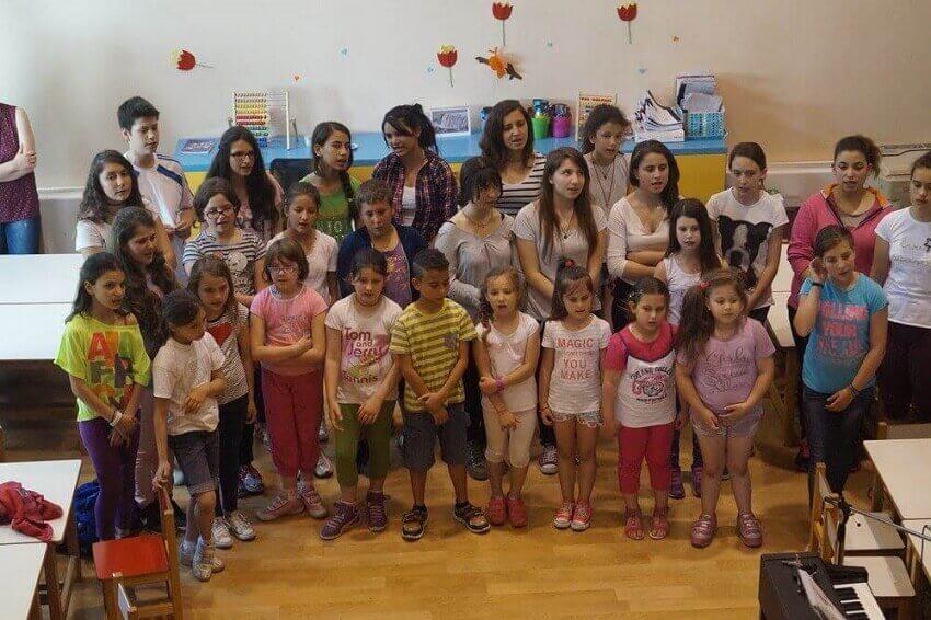 kivotos tou kosmou δομές τάξη παιδιά πιάνο   YouBeHero