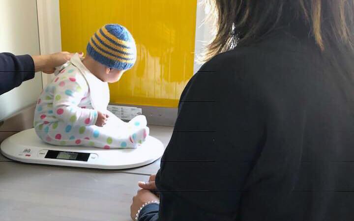 Ένα μωρό ζυγίζεται - Οργάνωση CHEERing | YouBeHero