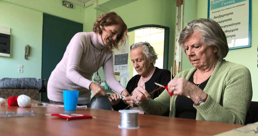 alzheimer-chalkida.org ηλικιωμένες γυναίκες απειλούμενες από την οργάνωση μαθαίνουν πλέξιμο | YouBeHero