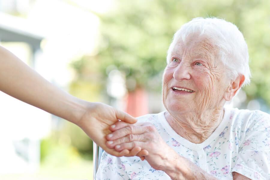 frodizo.gr ηλικιωμένη γυναίκα με alzheimer φροντίδα | YouBeHero