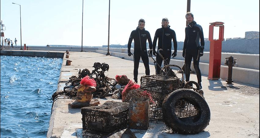 isea.com.gr εθελοντές κατάδυση σε λιμάνι έβγαλαν σκουπίδια από θάλασσα | YouBeHero