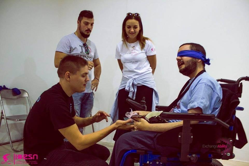 LabyrinthofSense νέα παιδιά disability workshop δεμένα μάτια ειδικό αμαξίδιο | YouBeHero