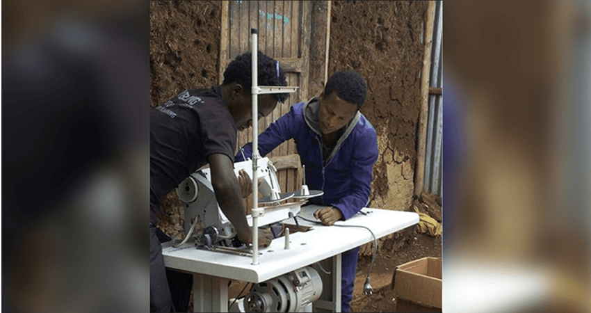lalibela.gr παιδιά δέχονται ιατρικές υπηρεσίες, άνδρες φτιάχνουν μια ραπτομηχανή | YouBeHero