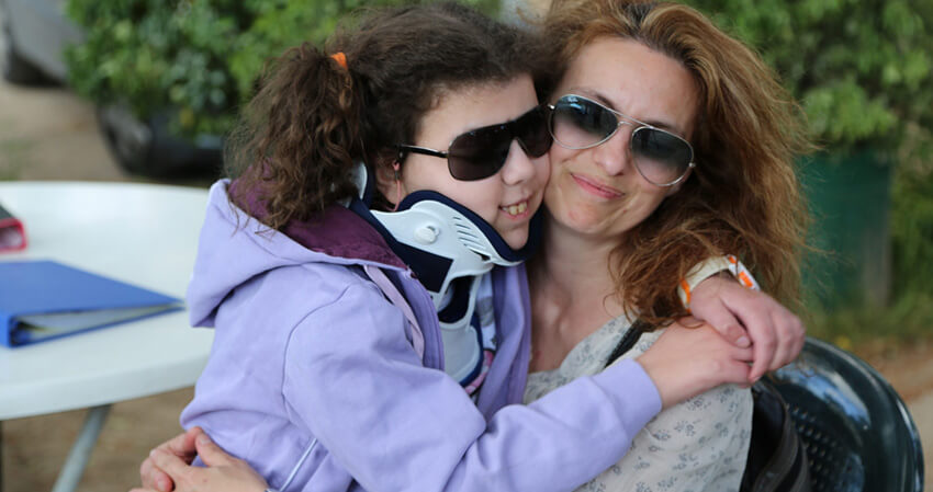 merimna.org.gr παιδί με την μαμά του - YouBeHero