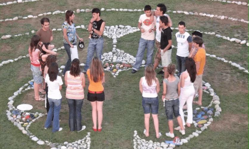 merimna.org.gr παιδιά μέσα σε έναν κύκλο - YouBeHero