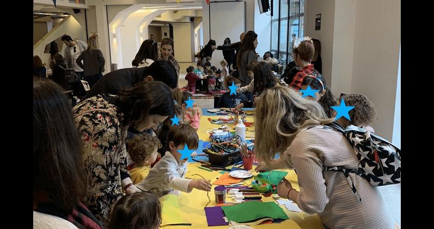 merimna.org.gr παιδιά γονείς και εθελοντές από την Μέριμνα κάνουνε κατασκευές με χαρτιά και άλλα υλικά  | YouBeHero