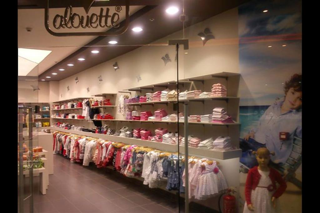 Ράφια του Alouette με Παιδικά Ρούχα σε πληθώρα Χρωμάτων και Σχεδίων. | YouBeHero
