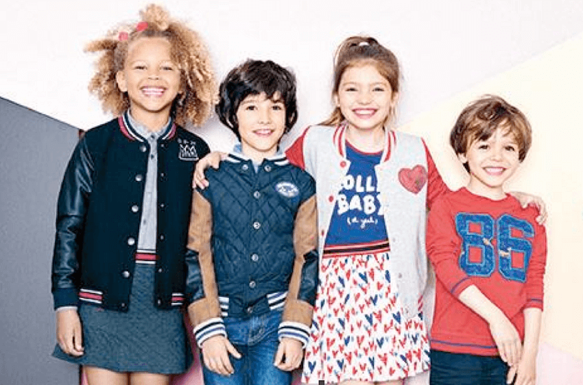 Χαρούμενα παιδιά που φοράνε διάφορα ρούχα απο dpam   YouBeHero