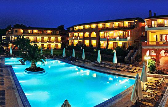 Πανέμορφο ξενοδοχείο με πισίνα για εκδρομή | YouBeHero