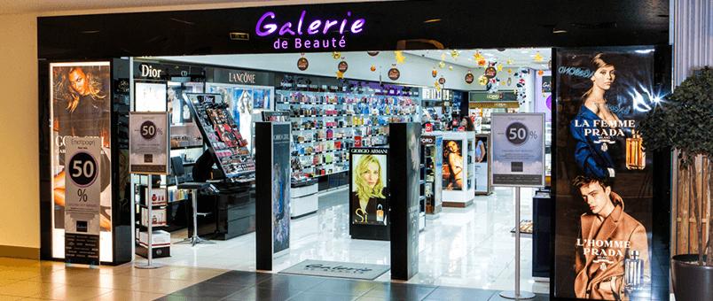 Σε ένα απο τα καταστήματα γκαλερι ντε μποτε βλέπουμε μεγάλη ποικιλία καλλυντικών ειδών | YouBeHero