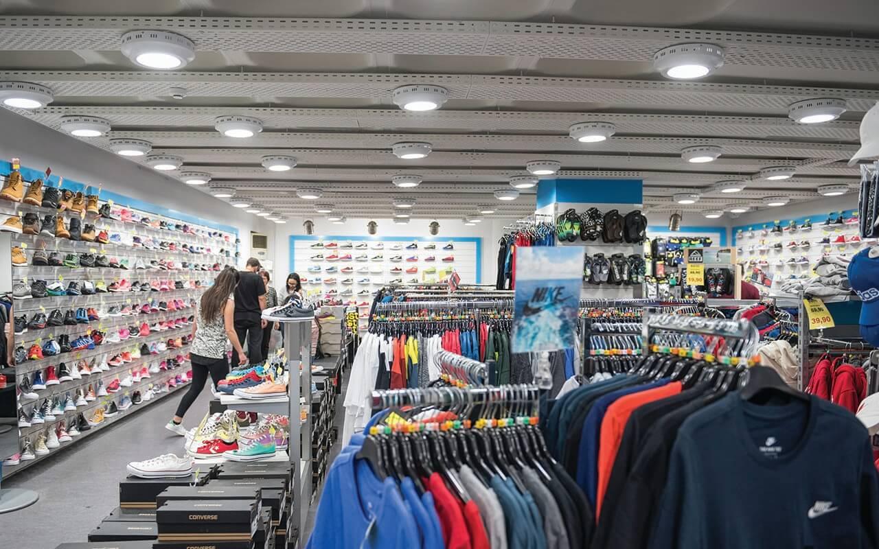Πλούσια ποικιλία απο παπούτσια, σαγιονάρες, καπέλα, tshirt και άλλα στο heavenofbrands.com   YouBeHero