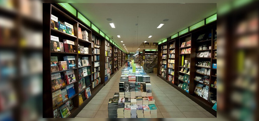 Στο εσωτερικό του Ianos παρουσιάζονται αμέτρητα βιβλία για όλα τα γούστα! | YouBeHero