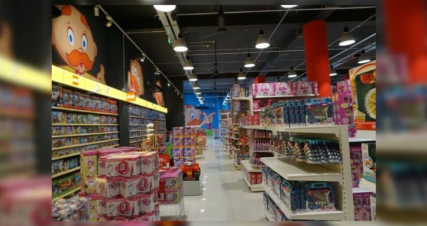 Στα καταστήματα του Μουστάκα θα βρείς επιτραπέζια για όλες τις ηλικίες, lego, στολές, λούτρινα και άλλα πολλά! | YouBeHero