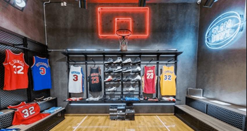 Στο sneaker10.gr θα βρεις προσφορές σε είδη για μπασκετ παπούτσια, φανέλες, σορτς, μπάλες basket  | YouBeHero