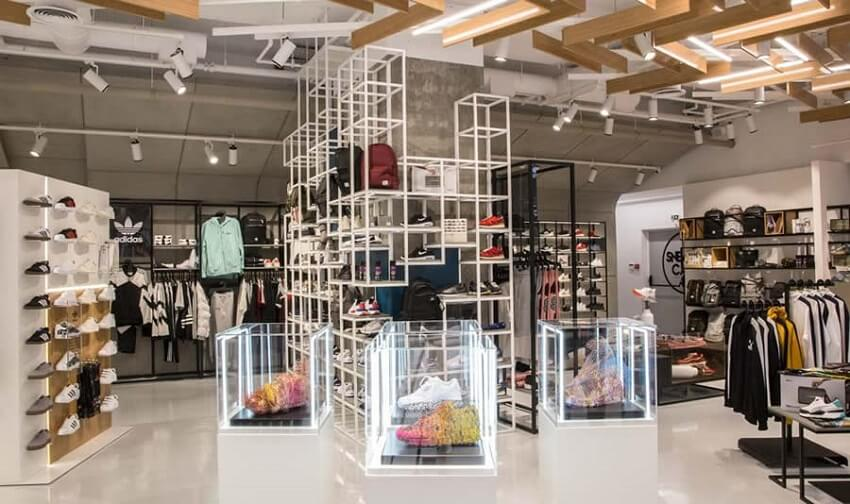 Στο sneakercage.gr κατάστημα με ρούχα, παπούτσια ζακέτες, τσάντες  | YouBeHero