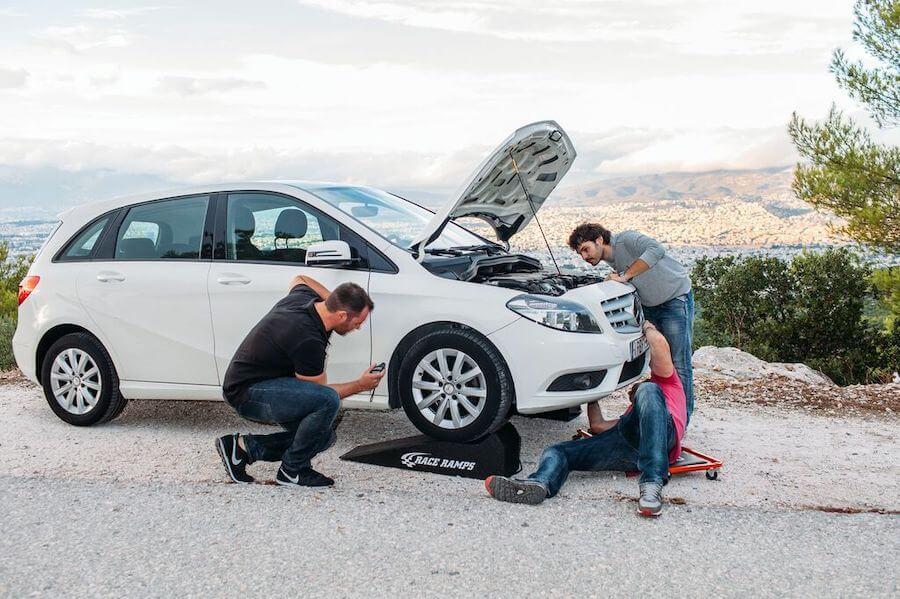 Στην spotmechanic.gr γίνεται έλεγχος σε δομή, μηχανικά, αφάλεια, φανοποιία, ηλεκτρικά μέρη και βιβλία service μεταχειρισμένων αυτοκινήτων  | YouBeHero