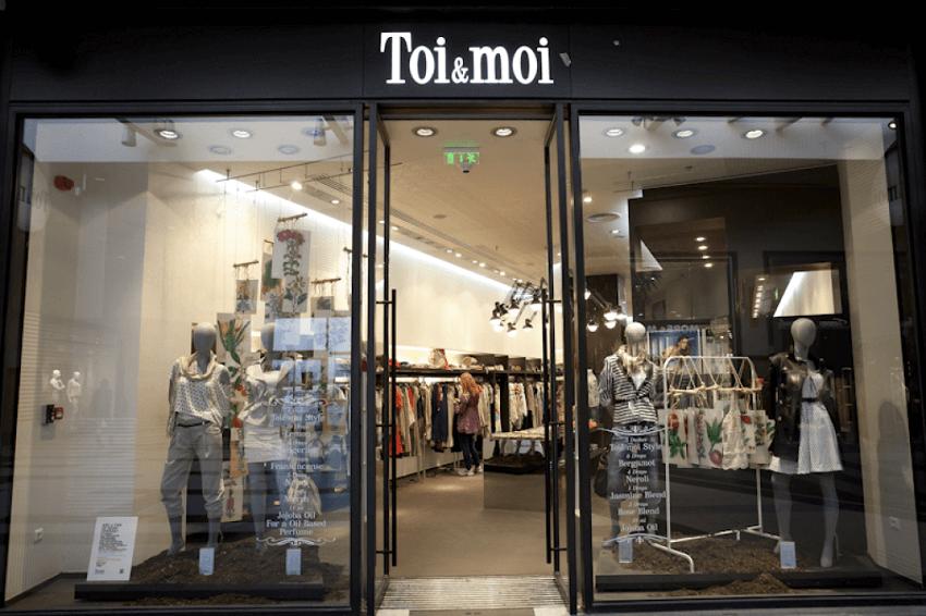 Μπλούζες, τσάντες, φουλάρια και ζώνες σε προσφορές σε ένα καταστημα toi-moi | YouBeHero