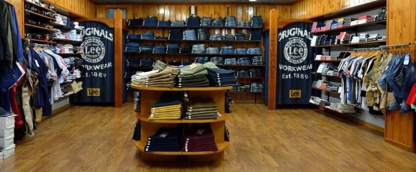 Στο κατάστημα του ToRouxo.gr βλέπουμε μεγάλες επιλογές σε τζίν, μπλούζες και άλλα ρούχα | YouBeHero