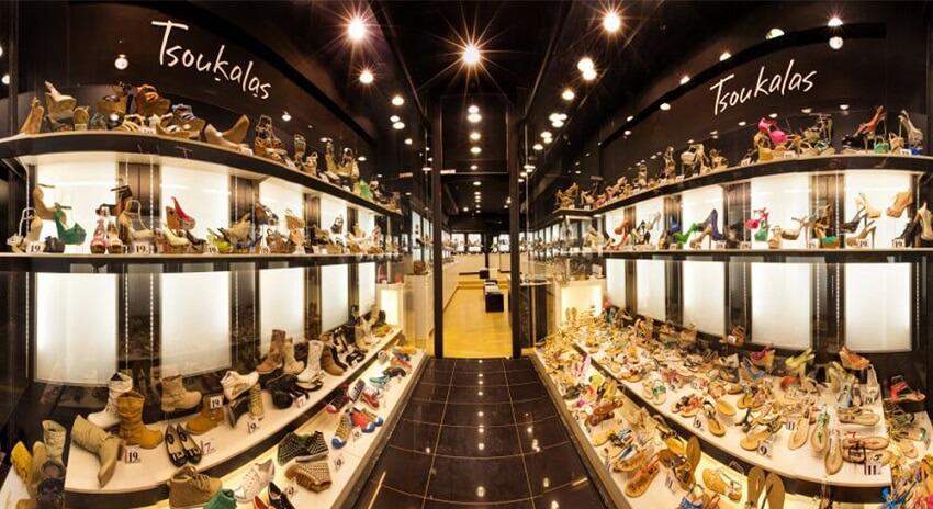 Στο κατάστημα του Tsoukalas Shoes προβάλεται μεγάλη συλλογή απο σανδάλια, μπότες, γόβες σε διάφορα σχέδια και χρώματα | YouBeHero
